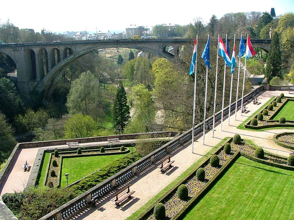 Luxembourg pictures photo gallery of luxembourg high for Piscine luxembourg ville