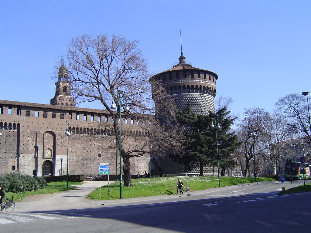 Milan pictures photo gallery of milan high quality for Piazza castello milano