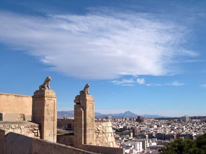 Puertas del Castillo de San Fernando (Alicante, Espana)