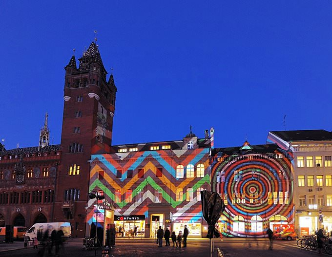 "Lichtkunst ""Brillant par Tradition"" in Basel"