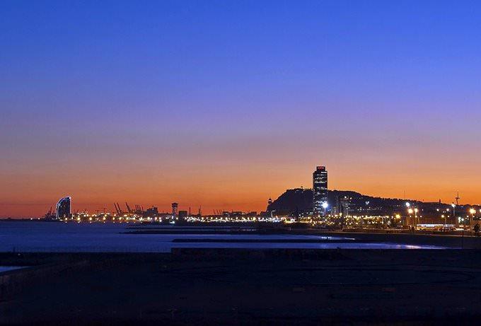 Anochece en Barcelona