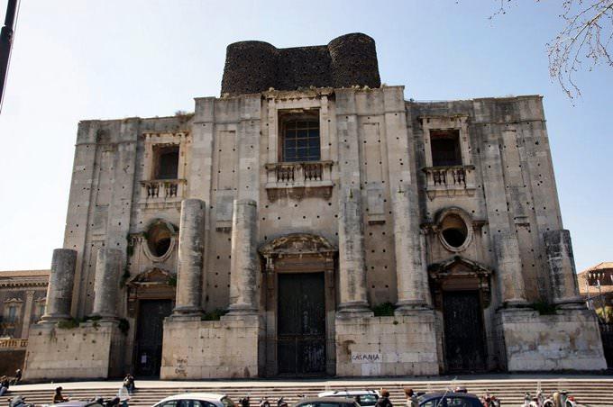 Catania, Piazza Dante, San Nicolo LArena