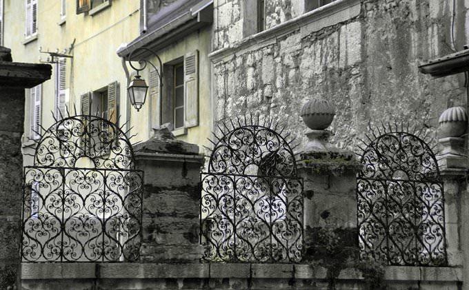 Chambery  ( Savoia ) , cancellata dellhotel Chateauneuf de Castagnery , nella Vecchia Chambery  - on Explore 21 dicembre 2013  #83