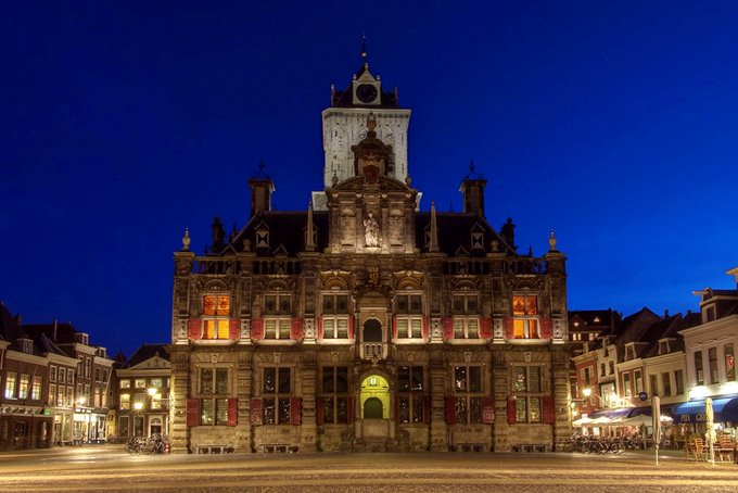 Oude stadhuis in Delft by night