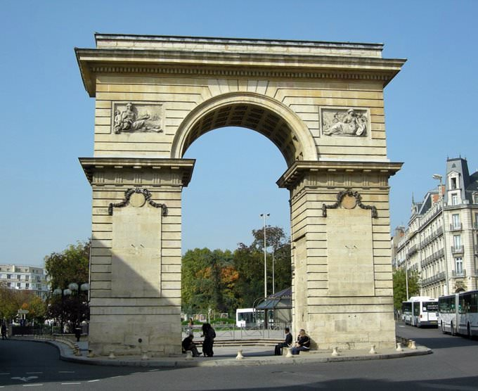 Porte Guillaume, Place Darcy Dijon