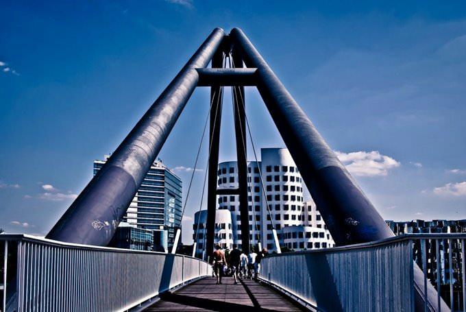 Brucke Medienhafen Dusseldorf