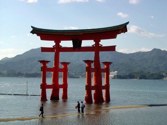 Views of Miya Jima, temple and gateway