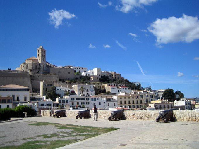 Shopping in Ibiza Insel: beliebte Outlets, Einkaufszentren und Boutiquen
