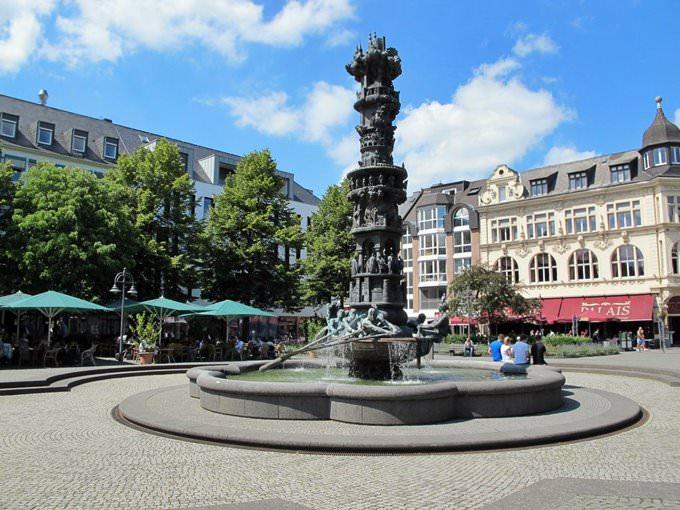 Skemmtilegur gosbrunnur í Koblenz