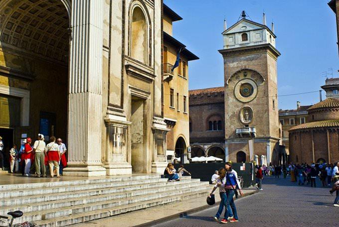 Mantova - camminando distratte
