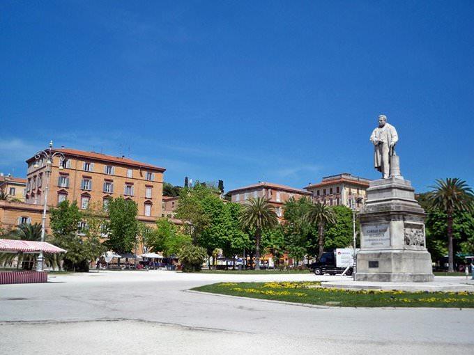 Ancona, Piazza Cavour