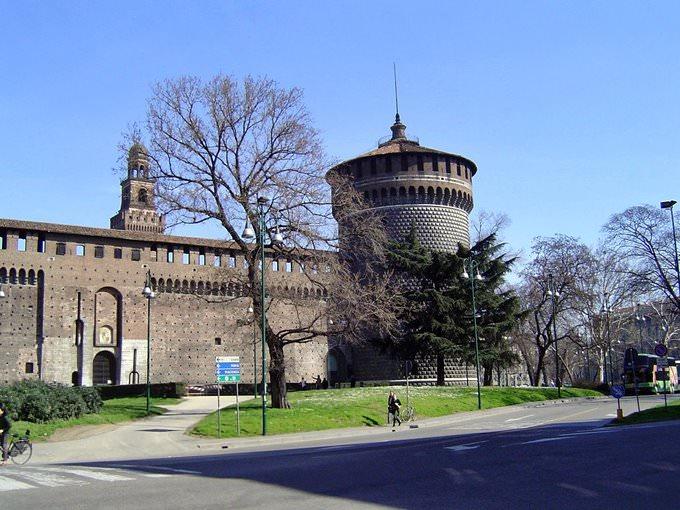 Castello Sforzesco (Piazza Castello - Milan)