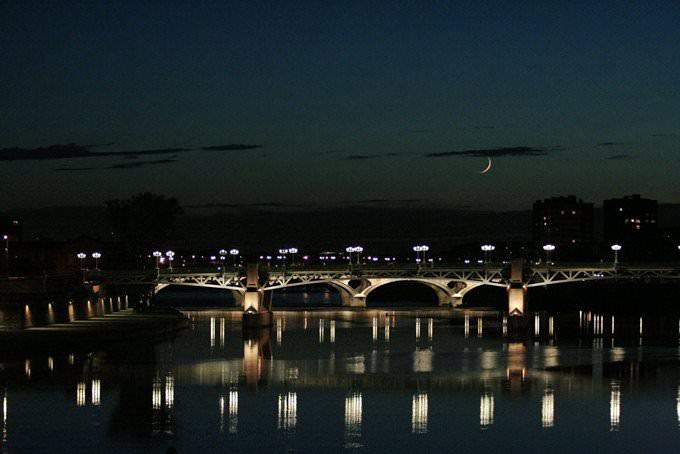 Toulouse by night. Le pont Saint-Pierre