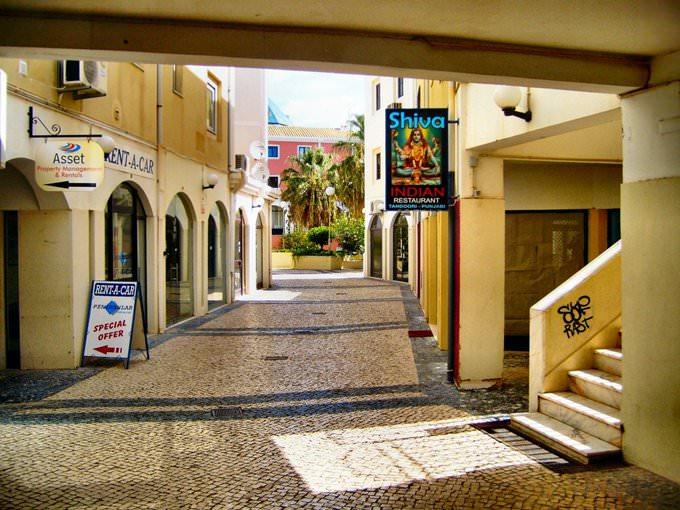 Quiet street 1. VILAMOURA ALGARVE PORTUGAL.