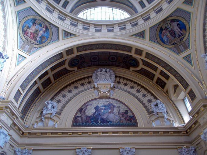 rundfahrten in budapest bemerkenswerte architektur denkm ler schl sser tempels und pal ste. Black Bedroom Furniture Sets. Home Design Ideas