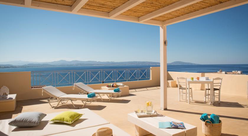 Отель в остров Агиа Триада на побережье