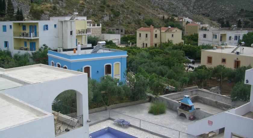 Дом с участком в Калимнос